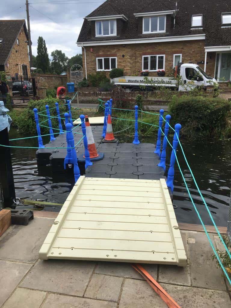 Modular Cube bridge pontoon