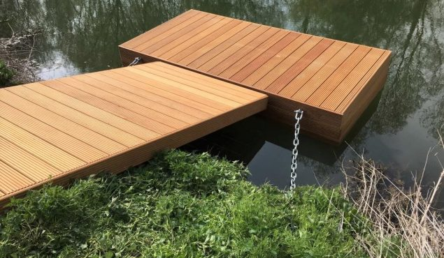 Hammerhead decked pontoon with chain and pile moorings required for river access, Oxford.