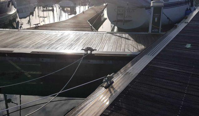 Walcon system 2000 decked pontoon