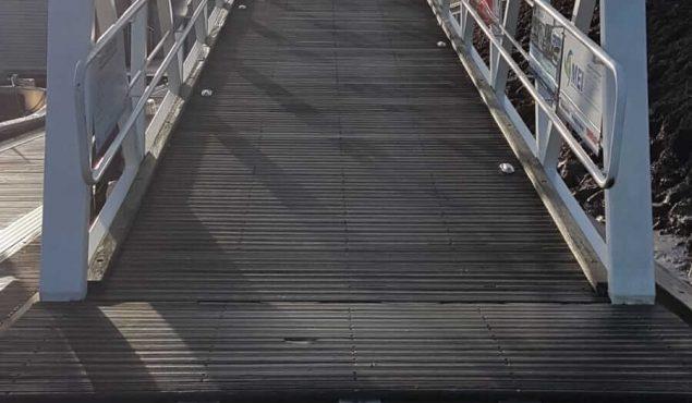 Walcon system 2000 decked pontoon gangway