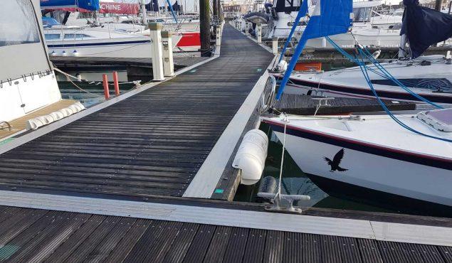 Walcon system 21 decked pontoon