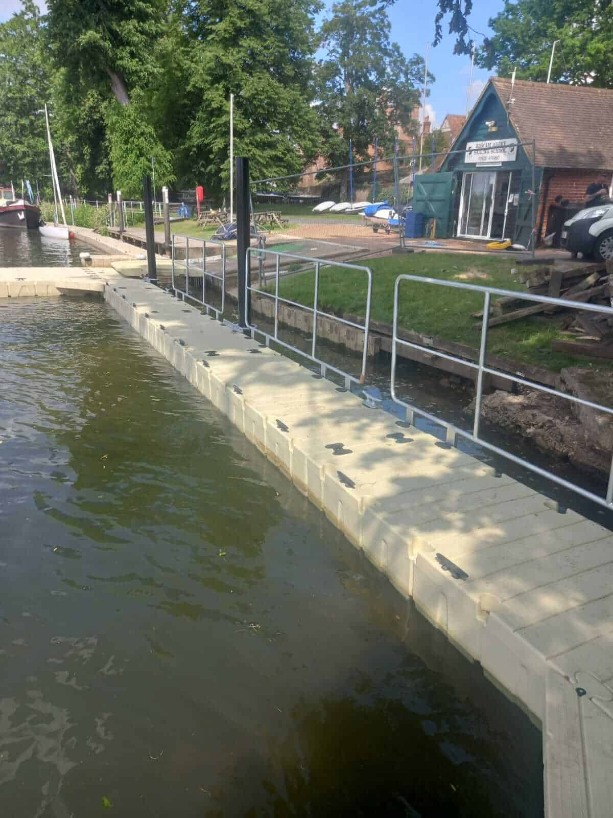 Rotodock pontoon with handrails for sailing school